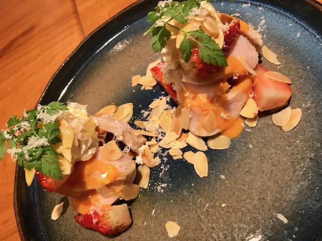 ウグラの朝〆鶏自家製ハム・内子産リコッタと紅ほっぺ&南京とアーモンドのサラダ