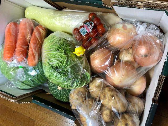 松山の市場発!お得なキャンペーンの野菜セット グリーンズほうき