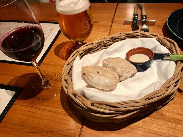 ウグラの自家製クルミパンと4種チーズのムース